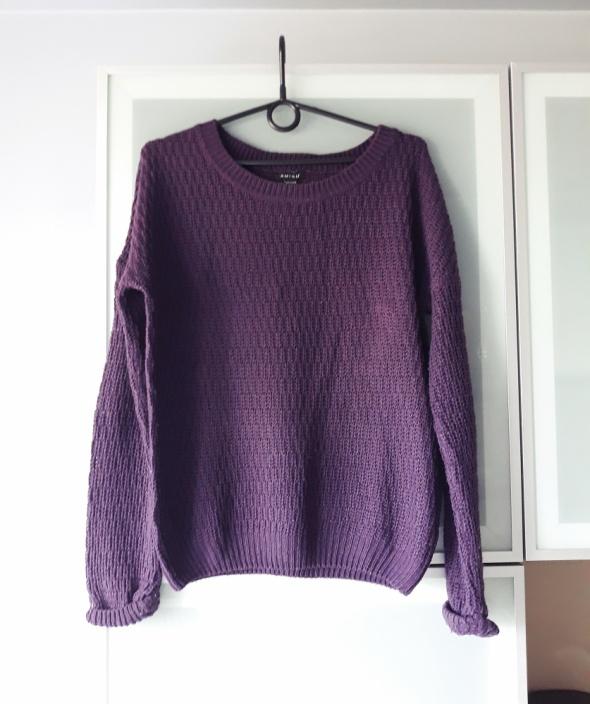 Fioletowy sweter rozmiar M...