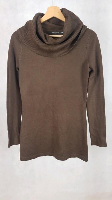 Brązowy sweter z luźnym golfem Atmosphere 38...