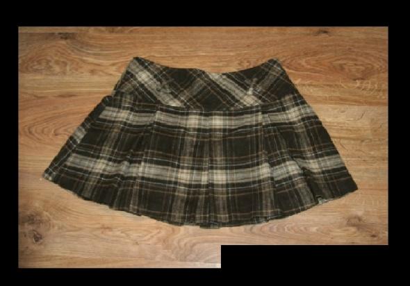 Brązowa plisowana spódniczka w kratkę...