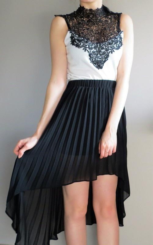 Asymetryczna czarna plisowana spódnica atmosphere