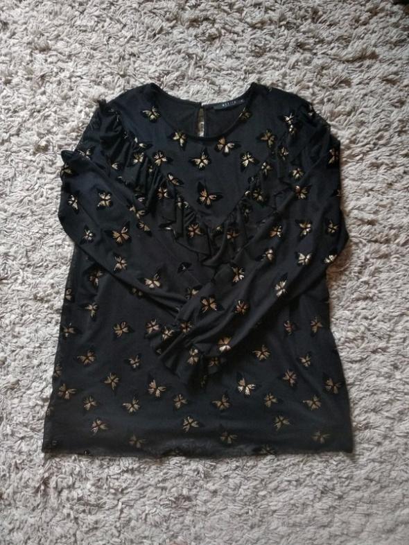 Czarna bluzka w błyszczące motylki...