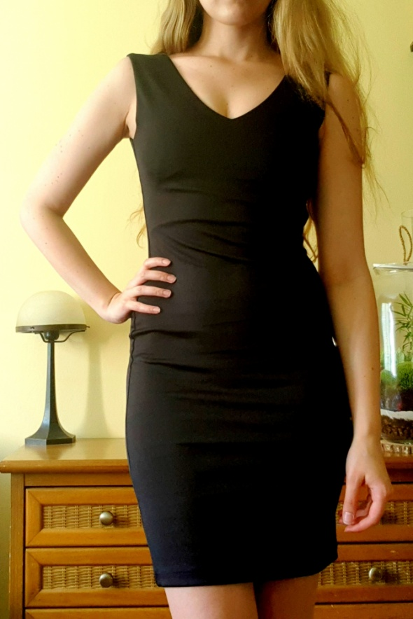 Klasyczna czarna sukienka