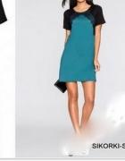 Luźniejsza sukienka z koronkowymi wstawkami