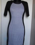 Śliczna czarna sukienka wstawka w biało czarną kratkę...