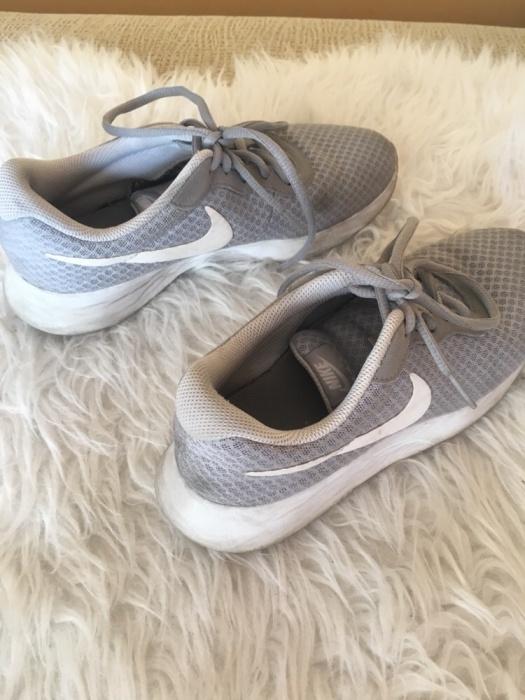 Nike tanjun grey szare mega wygodne buty sportowe adidasy
