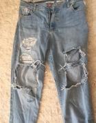 spodnie z dziurami...
