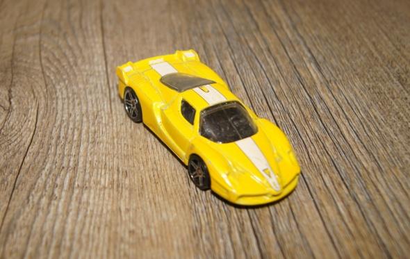 Autka samochody resoraki Hot Wheels zestaw żółty pomarańczowy...