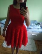 Sukienka czerwona z tiulem...