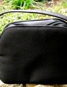 Mała czarna torebka wizytowa