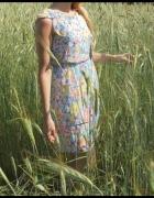 Pastelowa sukienka w kwiaty F&F