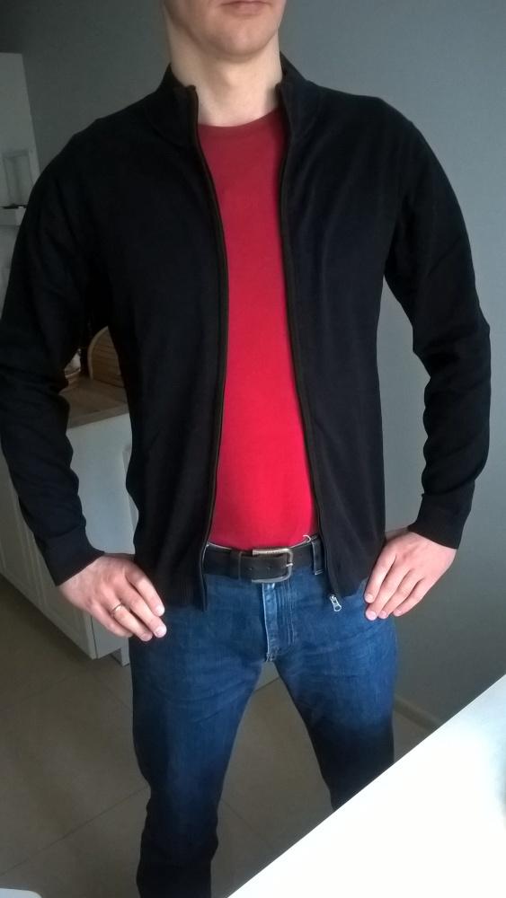 Czarny rozpinany sweter...
