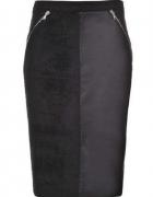 Piękna dopasowana czarna spódnica Top Secret...