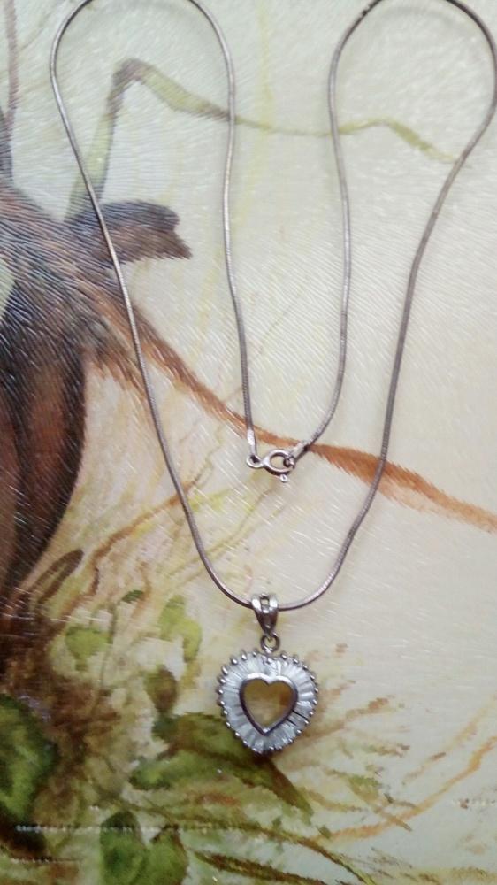 Srebrny łańcuszek z serduszkiem
