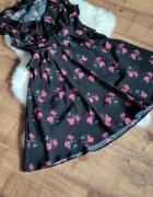 Sukienka w kwiatki falbanki czarna