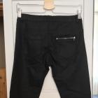 Woskowane czarne spodnie Reserved