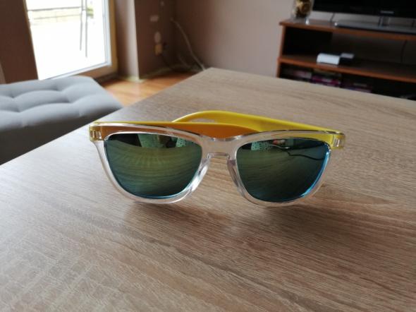 Żółte okulary przeciwsłoneczne lustrzane szkła