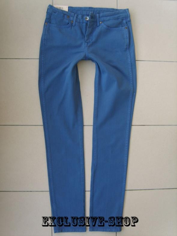 WRANGLER JERRY BLUE DAY W28 L34 pas 77 cm...