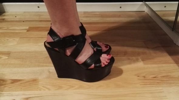 Koturny SIMPLE czarne koturny sandałki na koturnie paski zapinane 40 skóra