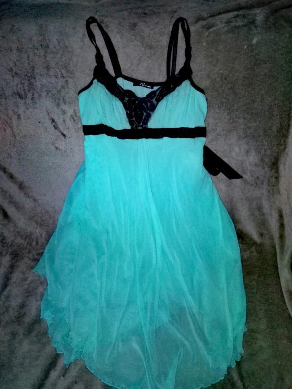 Turkusowa sukienka na ramiączkach