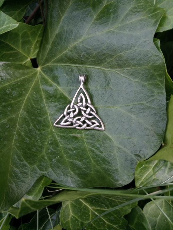 Ciekawy srebrny trójkąt