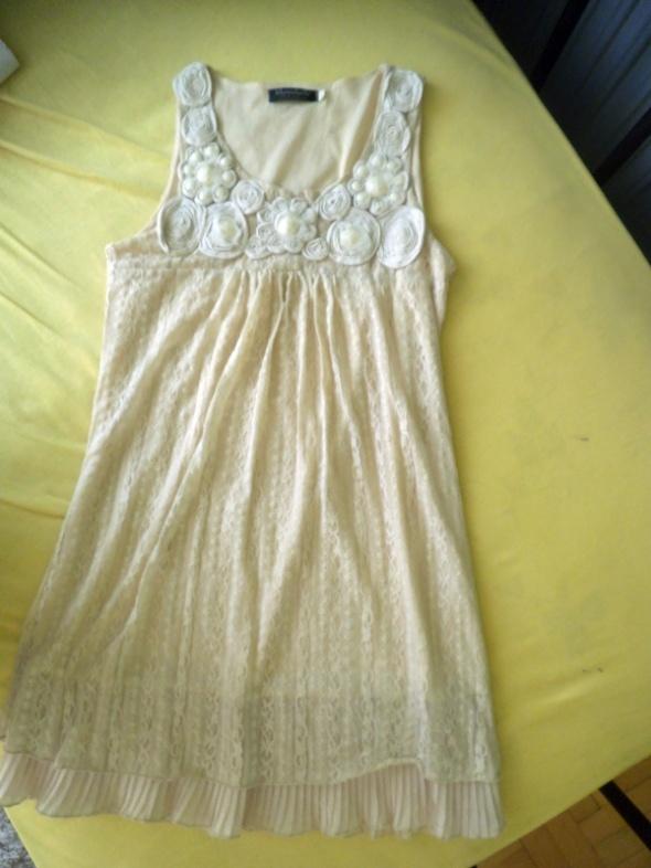 kremowa sukienka S XS 34 36 koronka zwiewna nude b