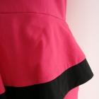 Ołówkowa sukienka z baskinką długość midi