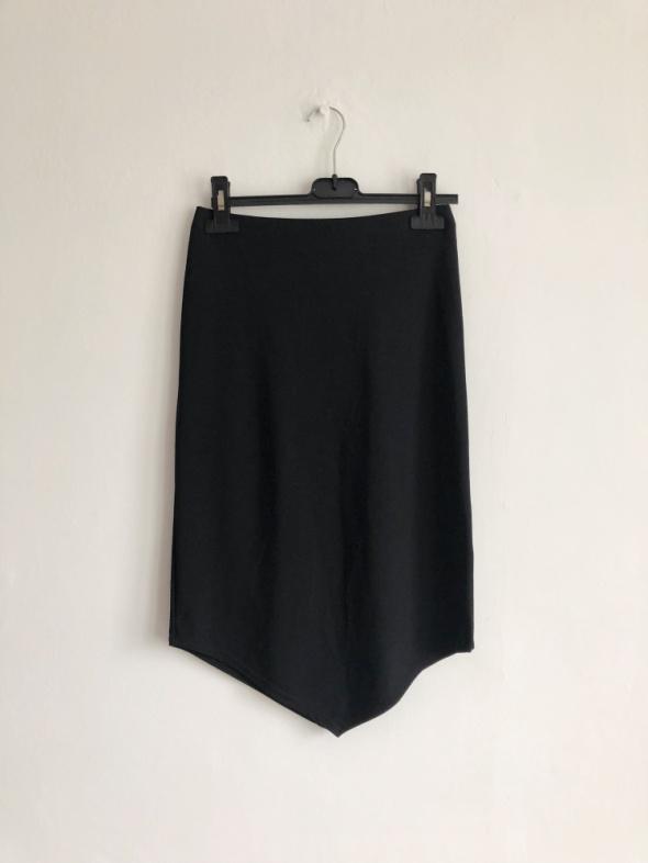 Topshop czarna obcisła spódnica ołówkowa do kolan midi asymetryczna
