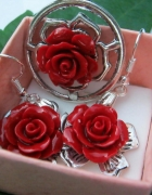 Czerwone róże z korala zestaw biżuterii