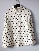 Biała koszula w czarne serduszka