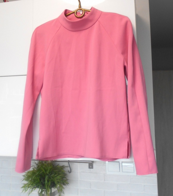 Next różowa bluzka...