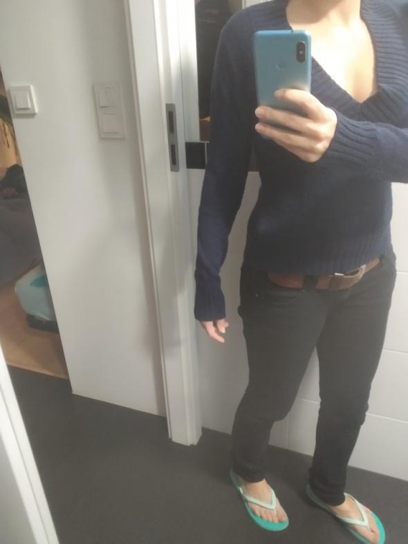 granatowy swetr S