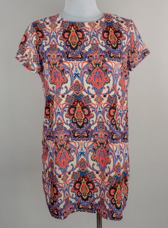 Sukienka we wzory Boohoo