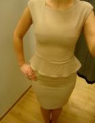 Elegancka Beżowa Sukienka Baskinka Top Secret XS...