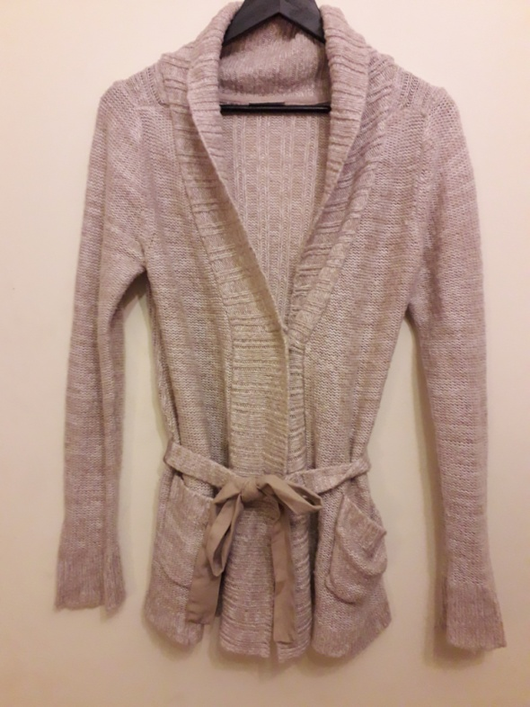 Beżowy sweter kardigan w rozmiarze S