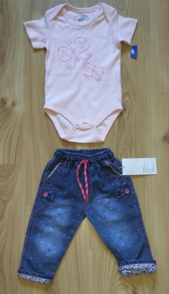 Różowe body z krótkim rękawem i cienkie jeansy 86