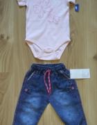 Różowe body z krótkim rękawem i cienkie jeansy 86...