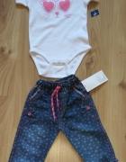Białe body i spodnie jeansowe 92...