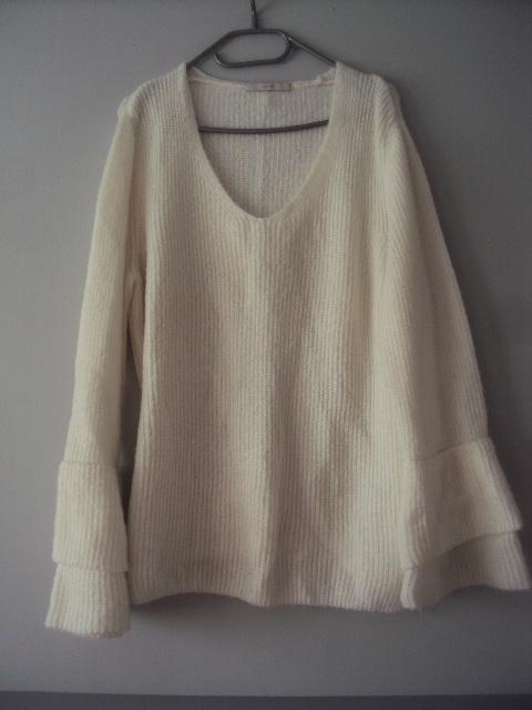 śmietankowy sweterek