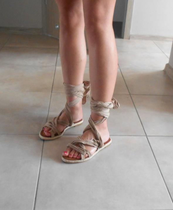 Deezee vices nowe wiązane sandały nude beżowe 37...