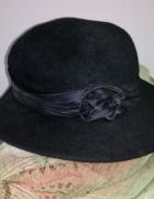 Czarny kapelusz wstążka...
