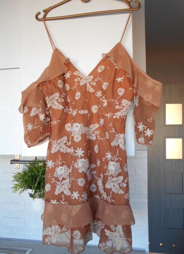 River Island sukienka nude hafty koronka falbanki...