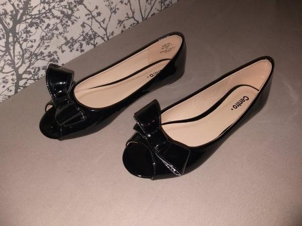 Czarne balerinki z odkrytymi palcami