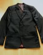 Elegancki młodzieżowy garnitur marki Benenati...