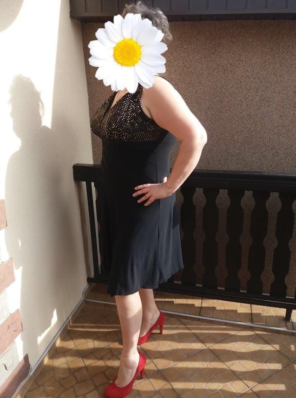 Sukienka czarna asymetryczna ze złotymi cekinami r 48
