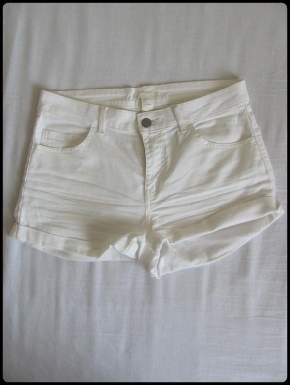 Spodenki Krótkie białe spodenki jeansowe szorty H&M rozmiar 34 XS