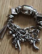 Bransoletka srebrna z małymi elementami...