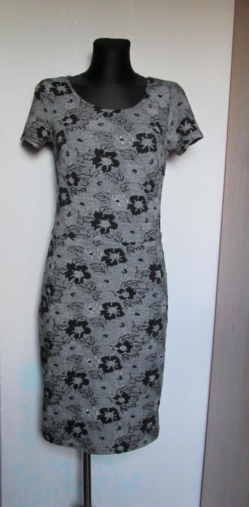 Quiosque śliczna popielato czarna sukienka w kwiaty