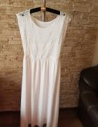 Biała sukienka ozdobiona cekinami...
