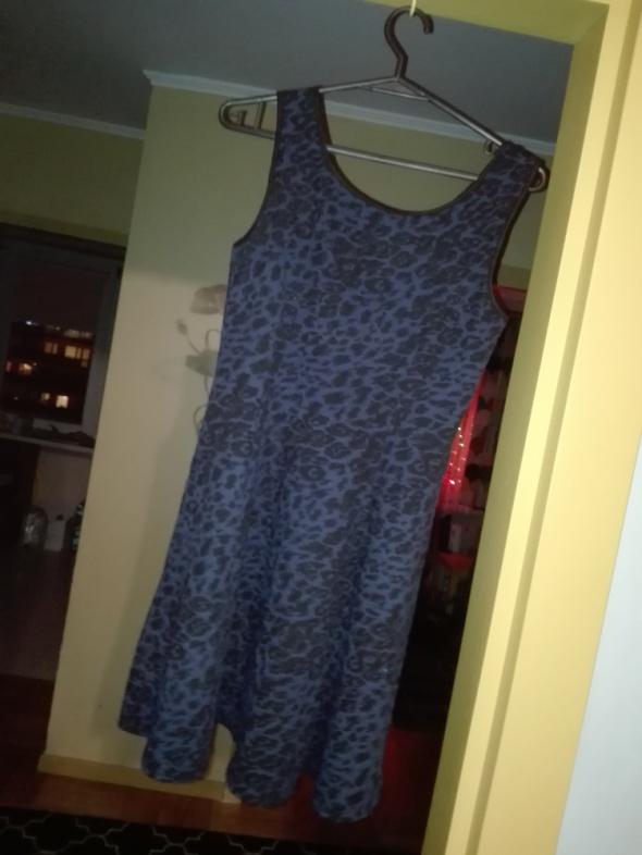 Rozkloszowana sukienka New Look...