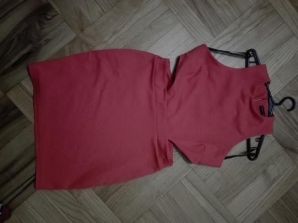 Czerwona sukienka wycięcia Atmosphere...